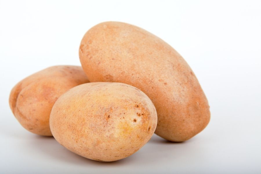 PHOT OF THREE POTATOES ON WHITE BACKGROUND